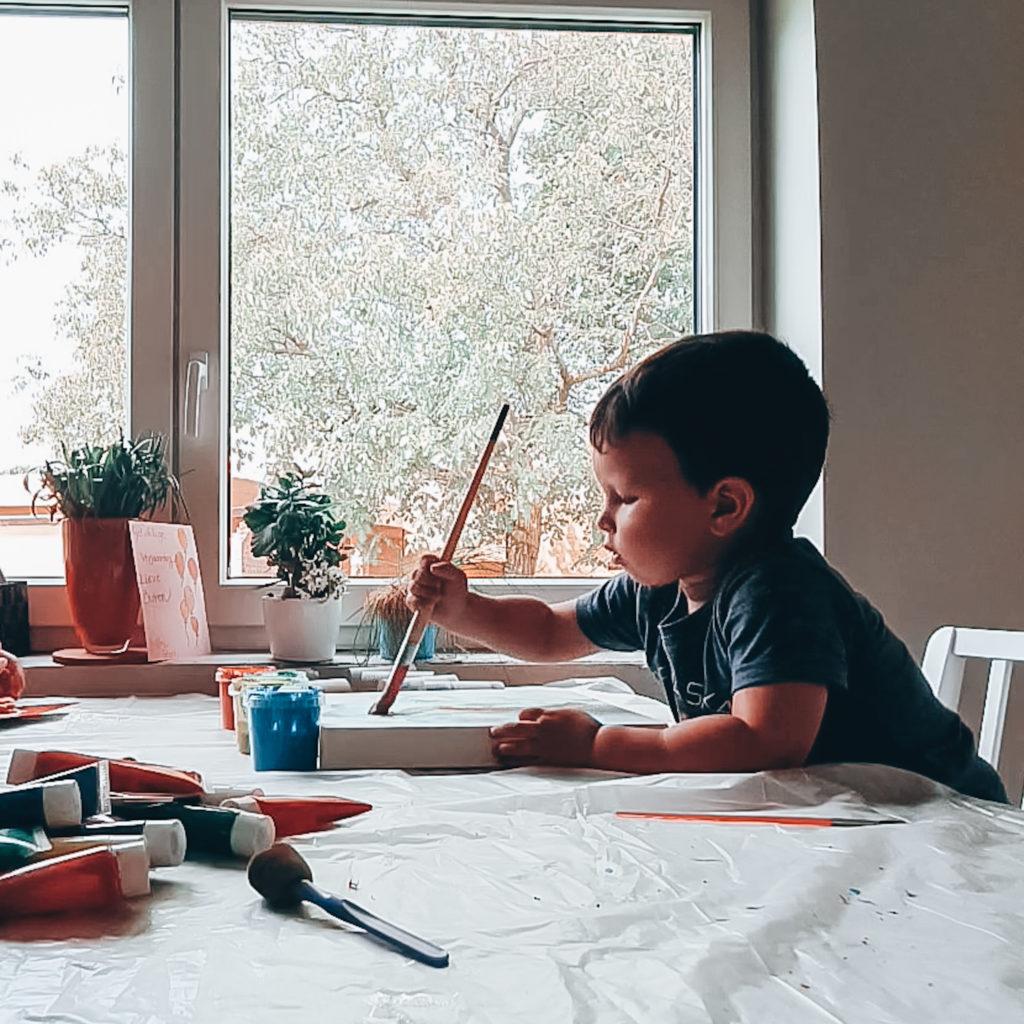 Casper verft alvast zijn aftelkalender. Creëer je eigen unieke aftelkalender voor die spannende eerste schooldag!